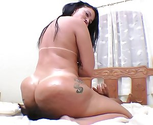 Huge Brazilian Ass and Breath Play - Famous Soraya Carioca